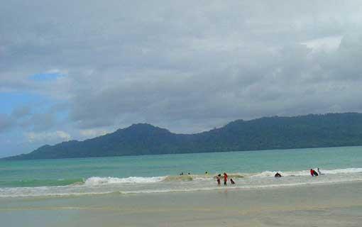 Keindahan Pantai Natsepa Ambon